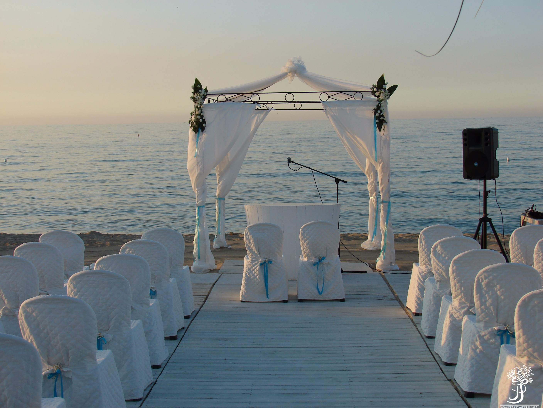 Matrimonio Spiaggia Puglia : Il matrimonio in spiaggia fiorista a fasano pazza idea
